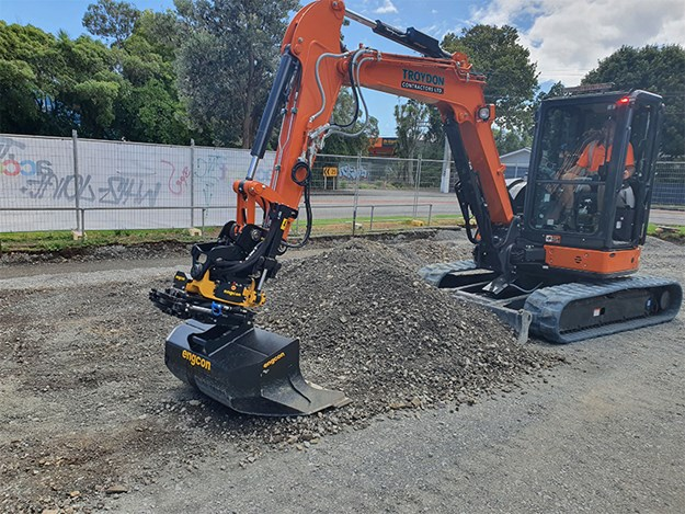 he benefits of using a tiltrotator are numerous, especially when working in tricky and tight situations