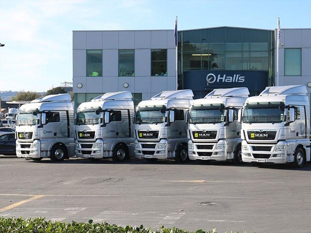 Penske-NZ-delivers-MAN-540s-to-Hall's-Transport-1.jpg