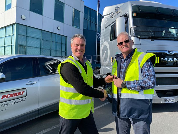 Penske-NZ-delivers-MAN-540s-to-Hall's-Transport-3.jpg