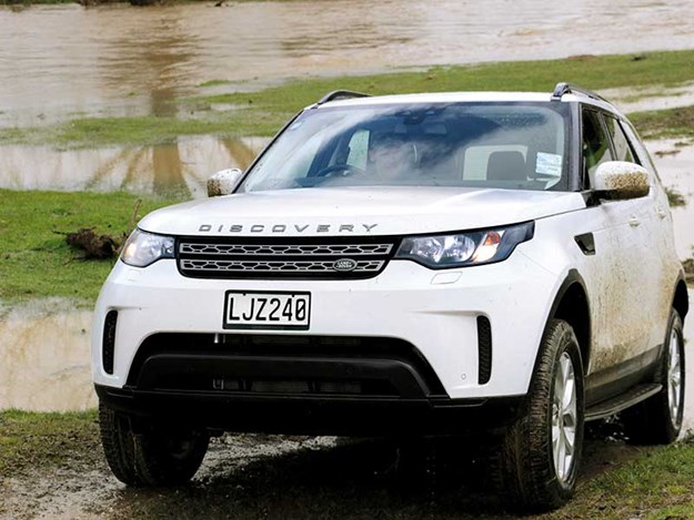 Land-Rover-Discovery-review-2.jpg
