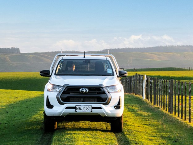 Toyota-Hilux-SR-review-1.jpg