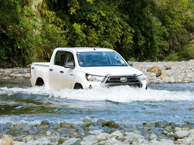 Toyota-Hilux-SR-review-2.jpg