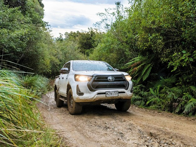 Toyota-Hilux-SR-review-3.jpg
