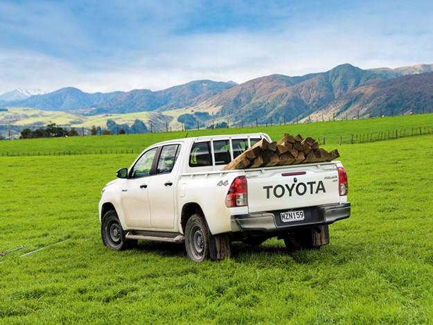 Toyota-Hilux-SR-review-6.jpg