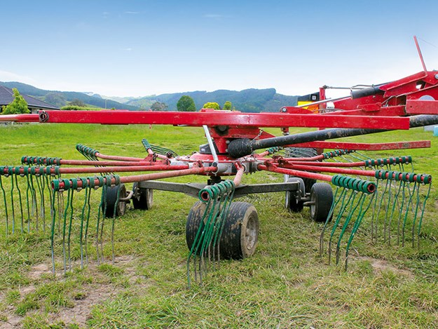 Kverneland-9584C-twin-rotor-rake-review-3.jpg
