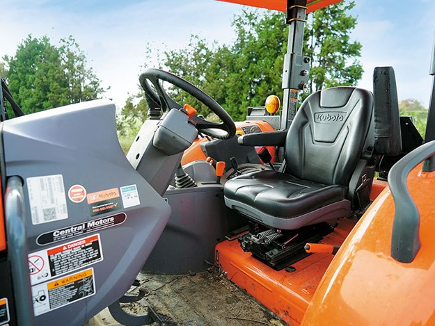 Kubota-M5-111-steering.jpg