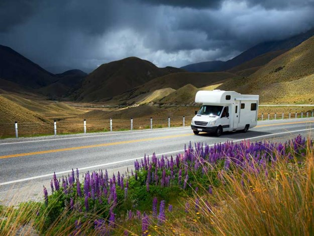 Motorhoming-640308174.jpg
