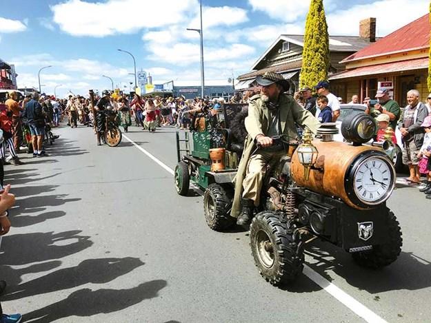 Steampunk-Thames-festival-1.jpg