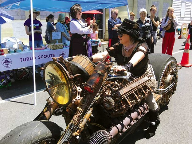 Steampunk-Thames-festival-6.jpg