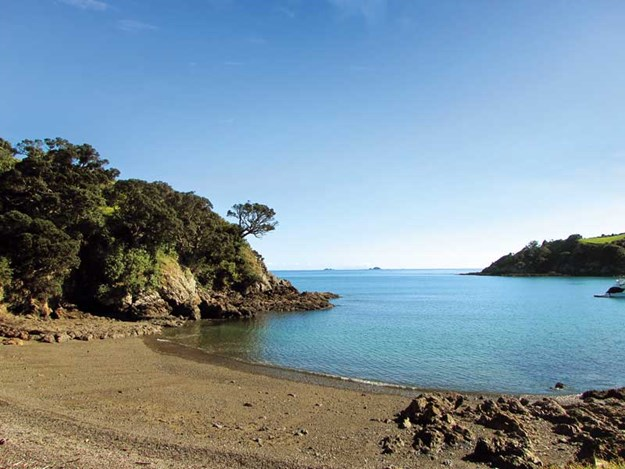 Whelan_5-A-secluded-bay-on-the-Headlands-walk.jpg