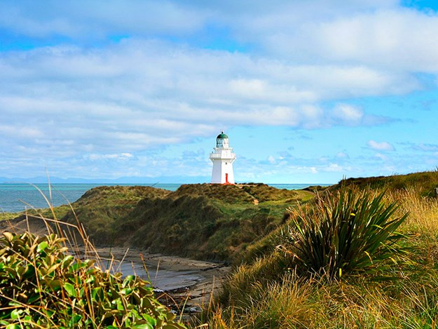 8 great lighthouses Waipapa Point Lighthouse - The Catlins - Anke Ruwette - NO CREDIT (1).jpg