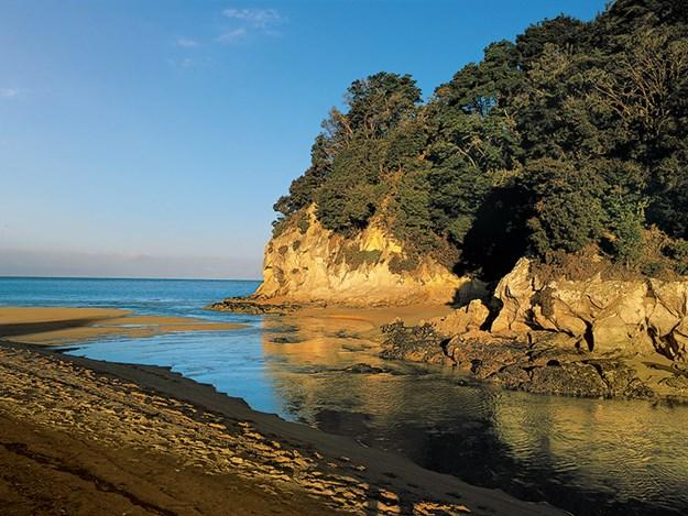 Granite rock headland, Kaiteriteri Beach