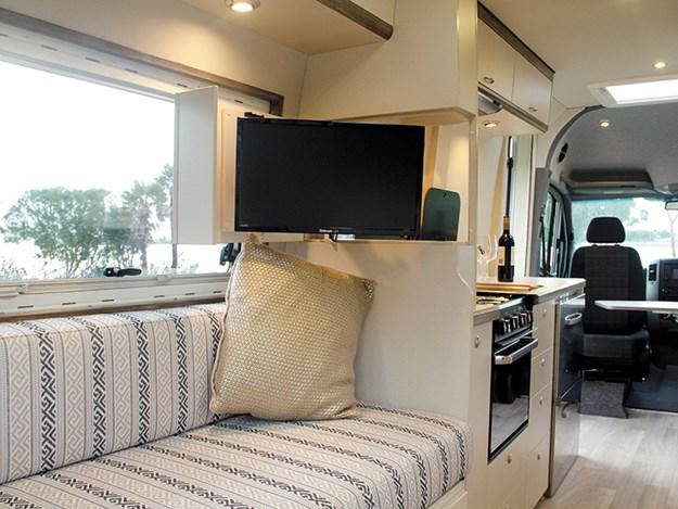 campro revolution lounge