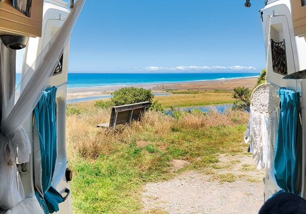 Lunch break at Hurunui River Mouth.jpg