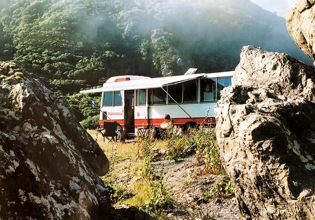 2002 Rainbow Hino bus.jpg
