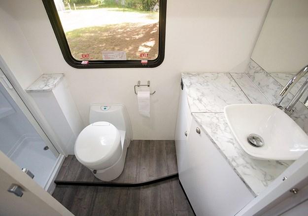 avida busselton bathroom