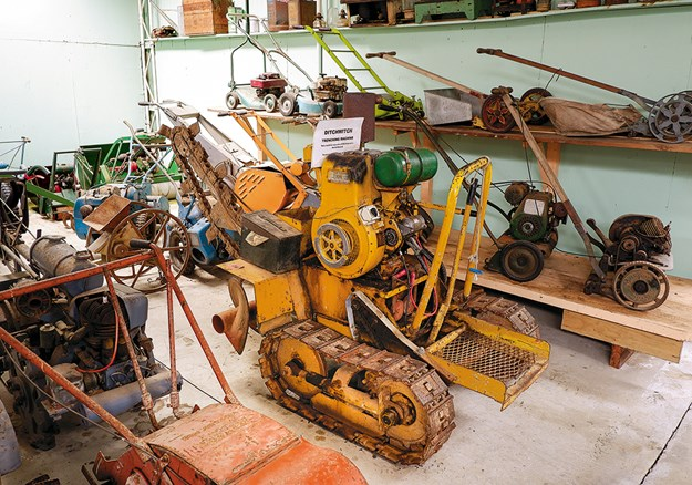 Need help to dig a hole? This is the machine for you