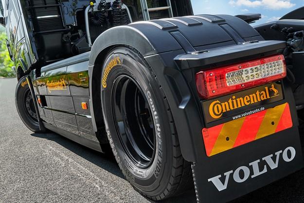 Volvo_Conti_Mjoelner_Tire1.jpg