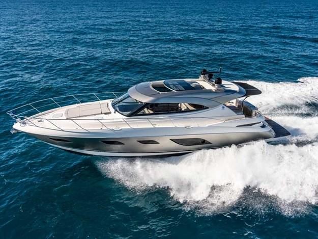 Riviera-6000-Sport-Yacht-Platinum-Edition-Running-01.jpg