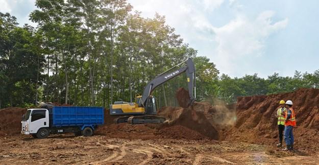 Volvo-EC200D-excavator