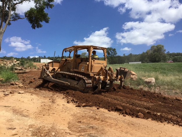 1982-Caterpillar-D5B-bulldozer