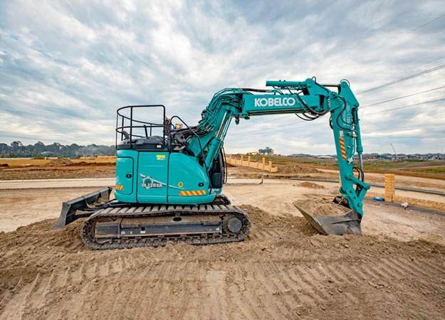 Kobelco-SK135SR-excavator