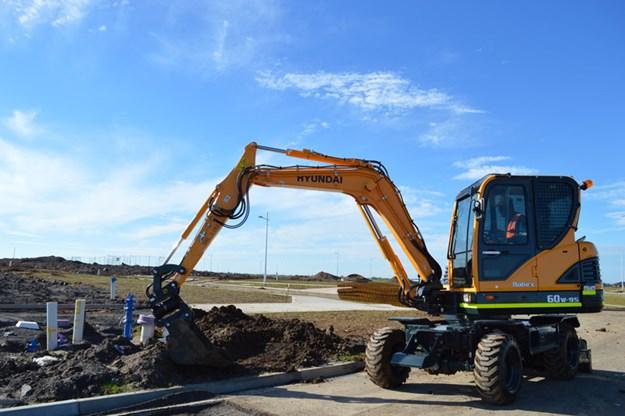 Hyundai-R60W-9S-wheel-excavator