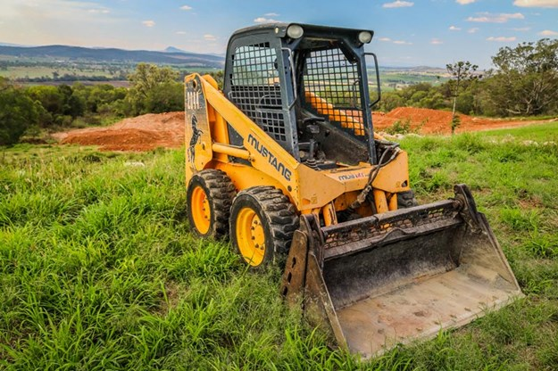 Mustang-2044-skid-steer-loader