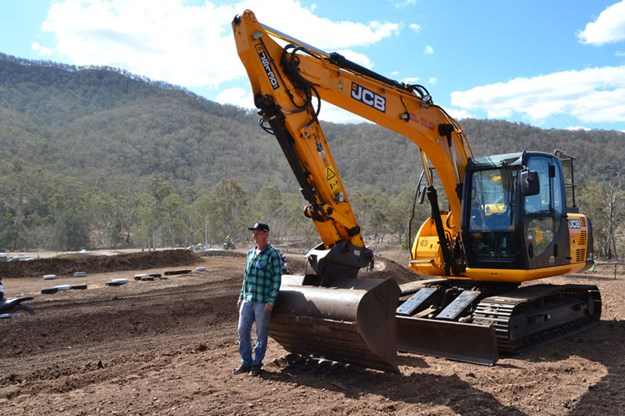 JCB-JS130LC-bladed-excavator