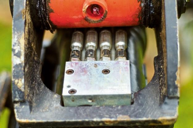 A2-Lock-Tilt-Motor-Hitch