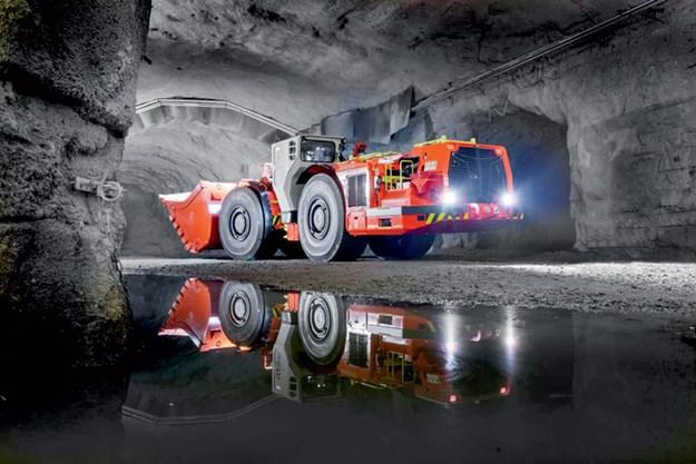 Sandvik-LH517i-underground-loader