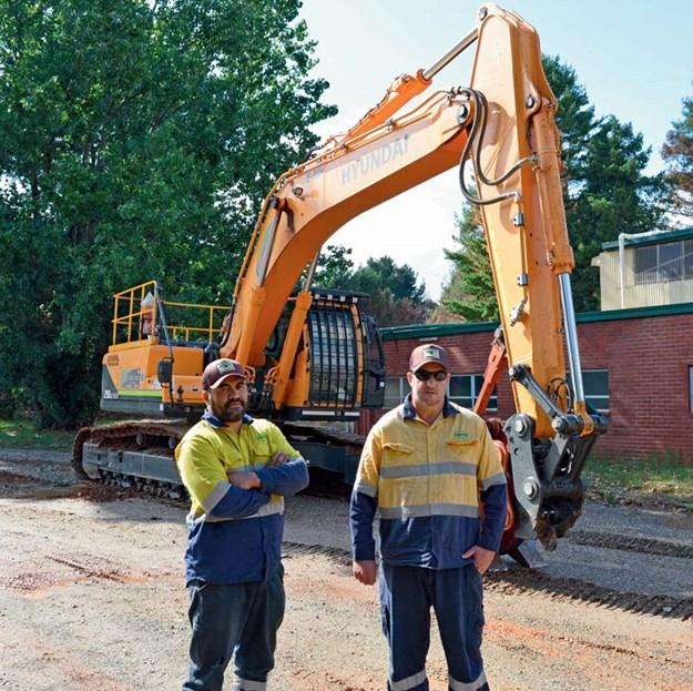Hyundai-R290LC-9-excavator
