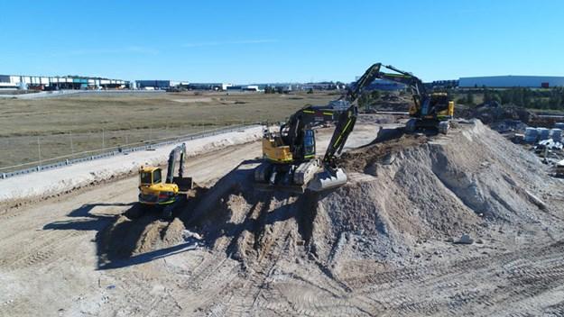 Volvo-ECR235CL-excavator