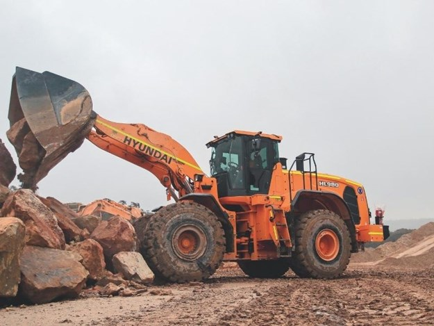The Hyundai HL975 features a new exterior design for more robustness and safety
