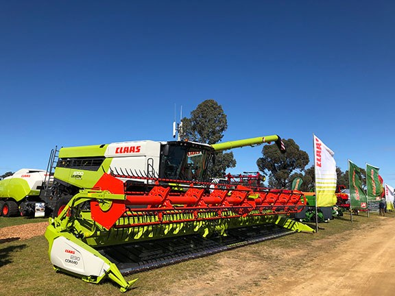 The new Claas Lexion combine 