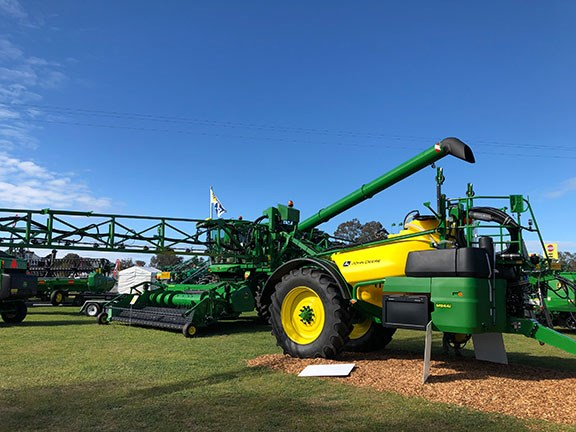 The new John Deere M900i range of trailed sprayers