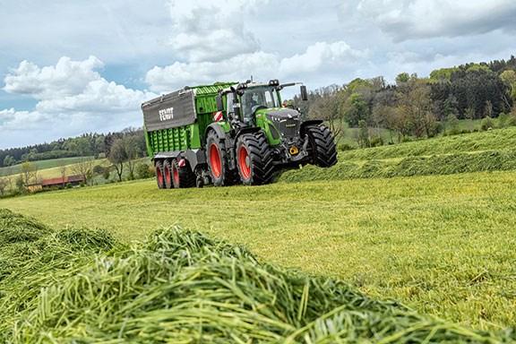 The New Fendt 900 Vario tractor working