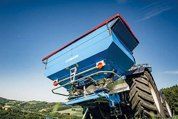 The new LEMKEN Tauri fert spreader