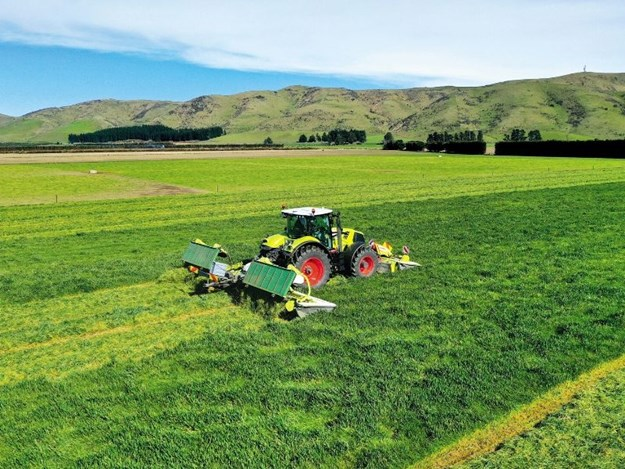 The Claas 870 was well balanced with the mowers