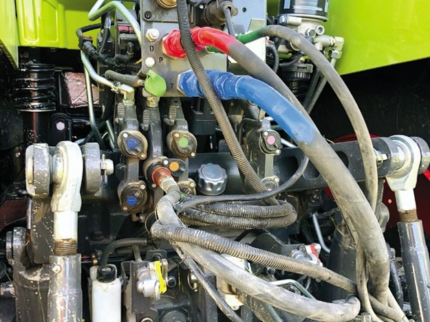 Hydraulic output sits at 150L/min, more than adequate in most situations
