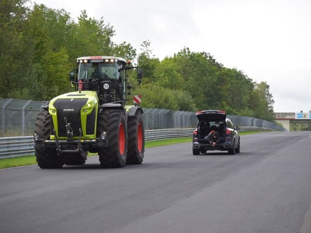 The Claas Xerion 5000 flying down the straight of the Nürburgring