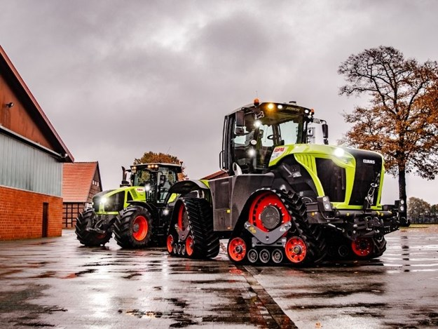 Claas Axion 960TT with the Xerion 5000TS in Germany