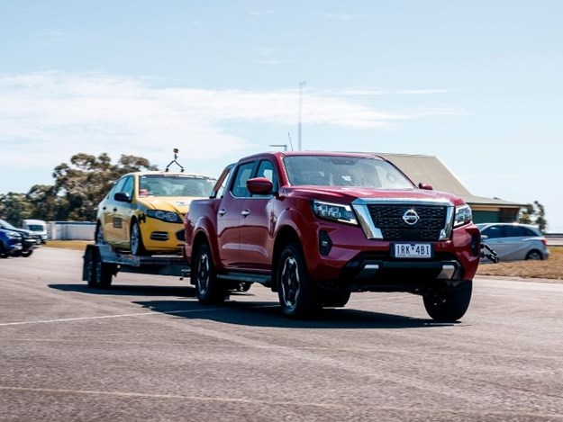 The Navara with the taxi on the trailer