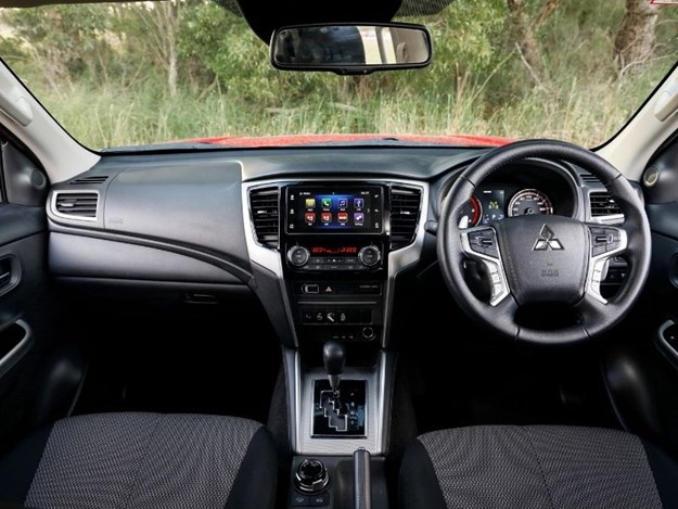 Mitsubishi Triton interior