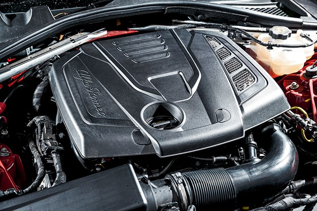 Alfa-Romeo-Giulia-engine.jpg