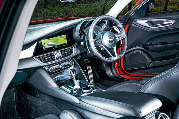 Alfa-Romeo-Giulia-interior.jpg