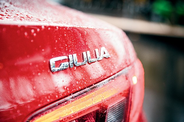 Alfa-Romeo-Giulia-rear-badge.jpg