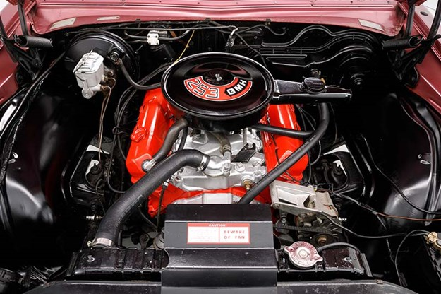 holden-hq-premier-engine-bay.jpg