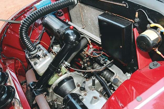 saab-92b-engine-bay.jpg