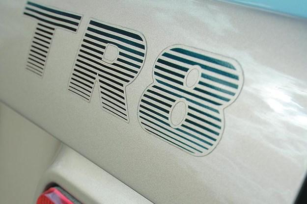 triumph-tr8-badge.jpg